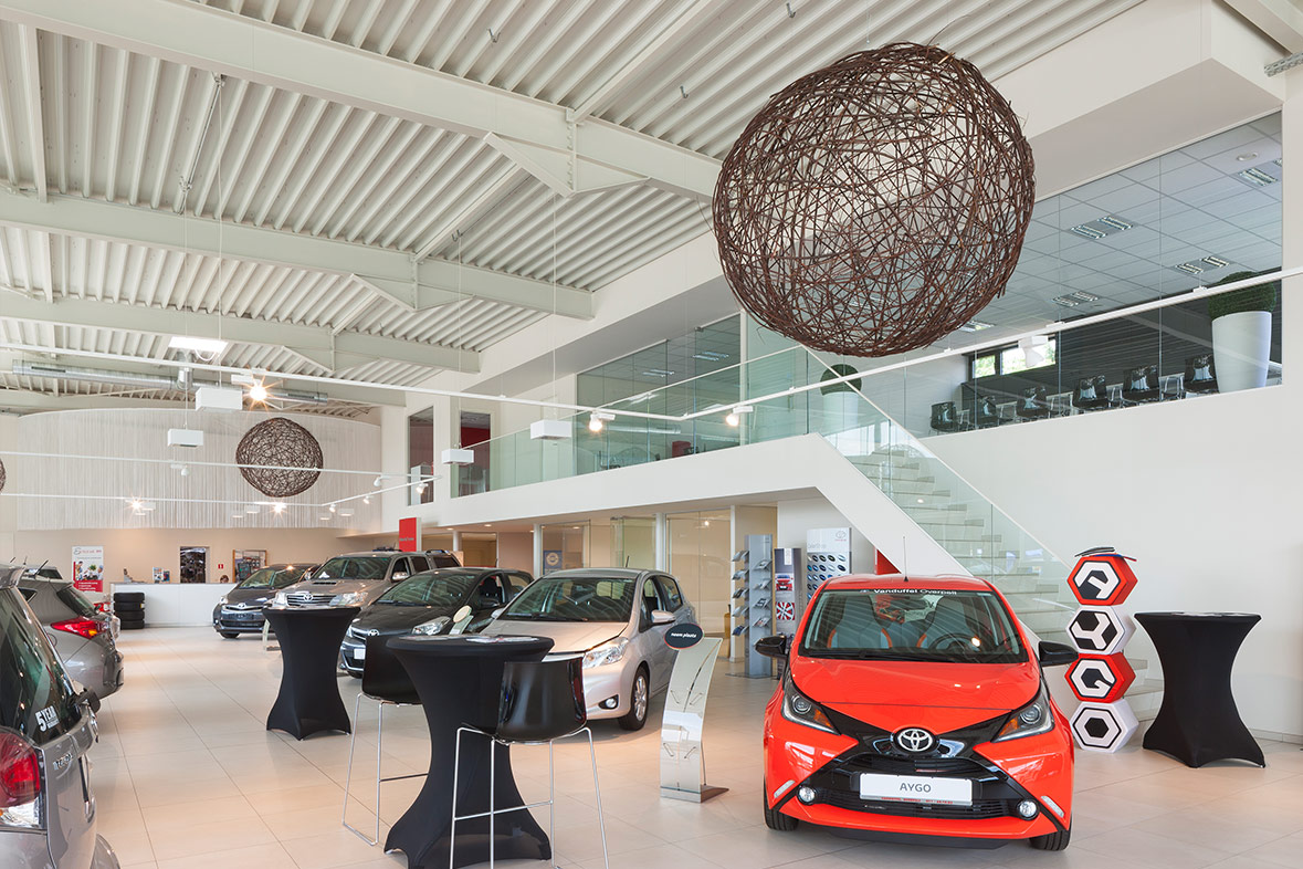 Inrichting showroom garage